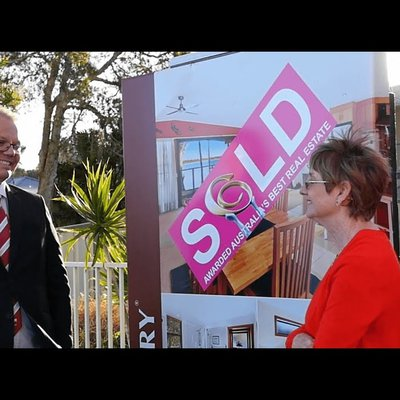 """Congratulations Leonie & Gordon on your sale and purchase with Wiseberry. Hear what they have to say about the service..."""