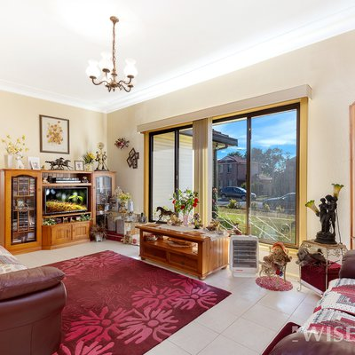"""#JUSTLISTED<br \/>Dual income opportunity in Macquarie Fields, just a 5 minutes walk to the train station<br \/>4 bed - 3 bath - 3 car 